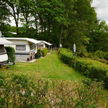 Wir haben viele Camper aber auch noch genug freie Plätze auf dem Campingplatz Lopautal